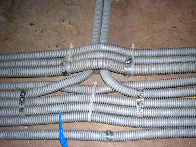 Нужна ли гофра при укладке кабелей