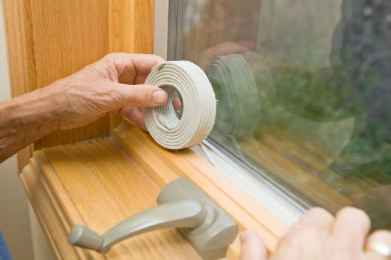 Утепляем деревянные окна с помощью бумаги