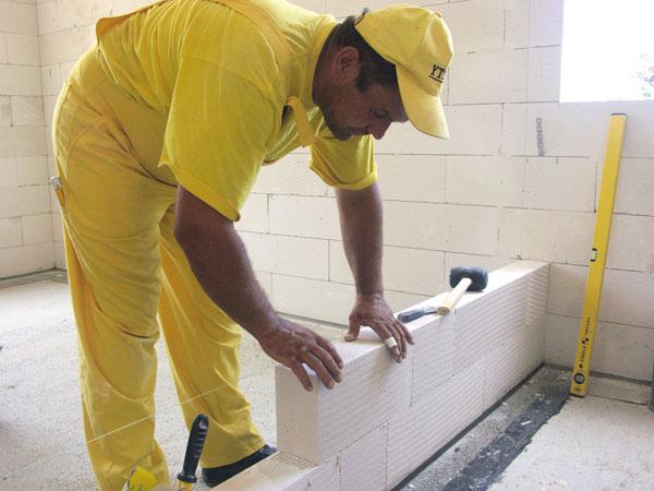 строительство перегородки из пеноблоков