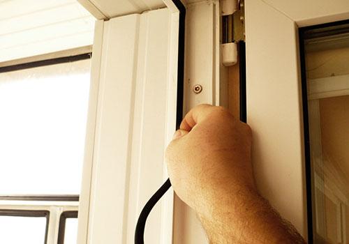 Как заменить уплотнитель на окнах