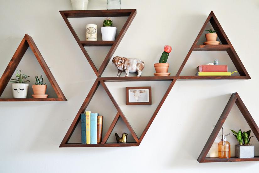 Изящные треугольные полки из дерева