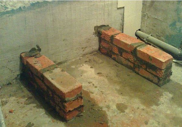 Кладка цегляного підстави для установки акрилової ванни