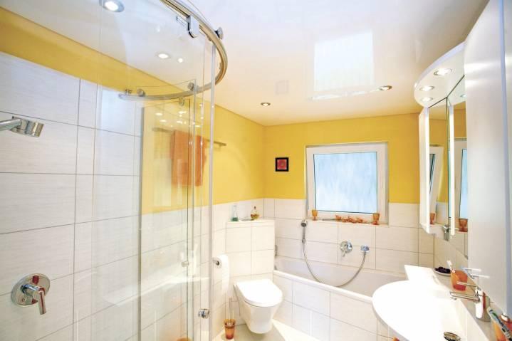 Натяжной потолок для ванной