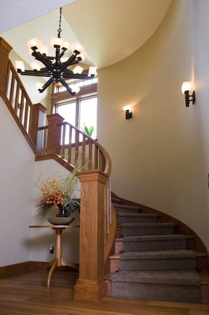 Свет на лестнице на стене