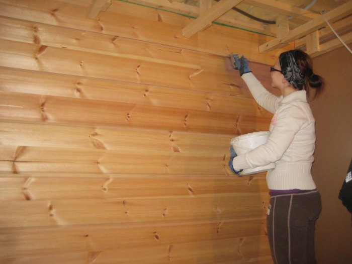 обработка деревянного дома внутри