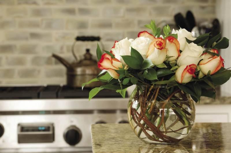 Цветы на кухне.
