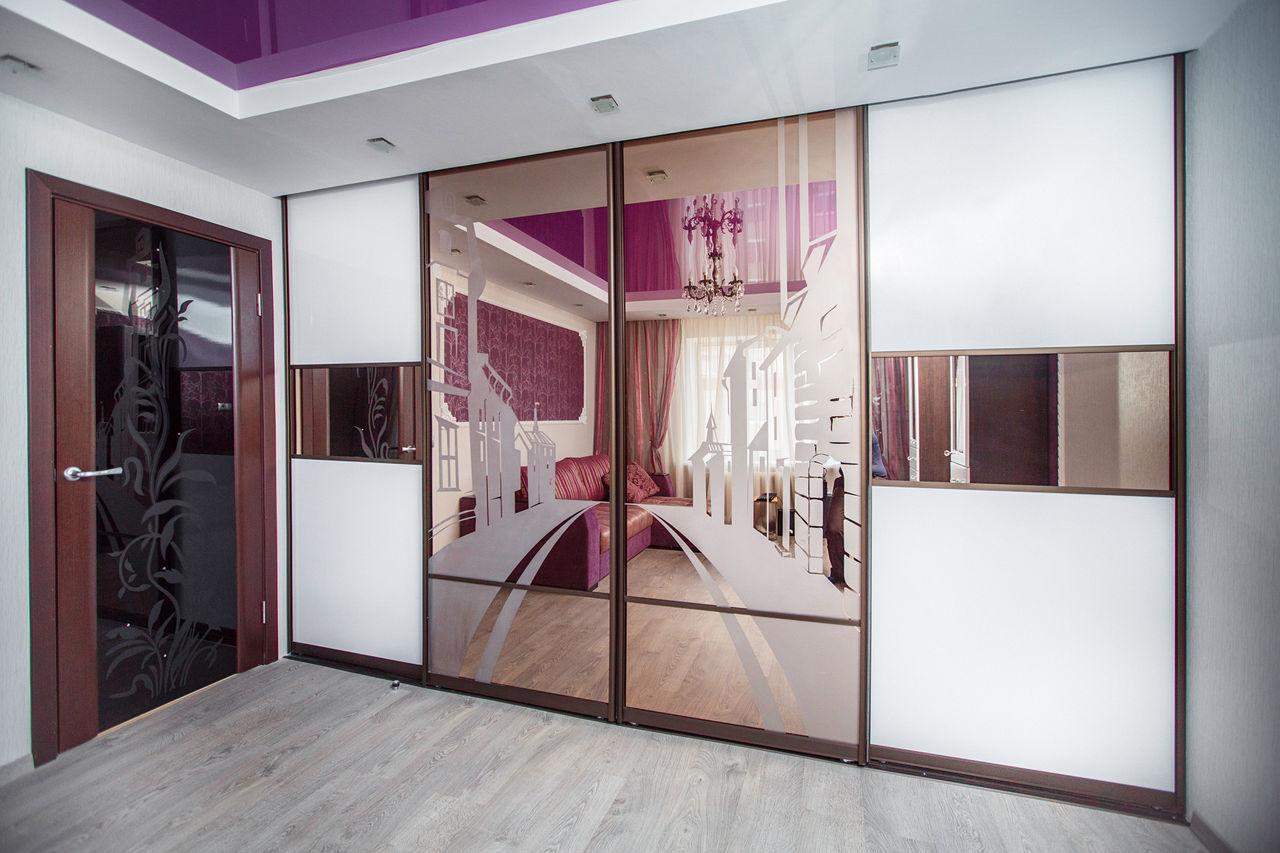Шкаф-купе в гостиную во всю стену - его преимущества и возмо.