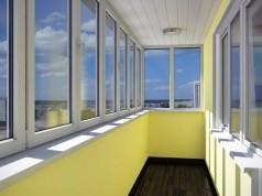Чем лучше застеклить балкон