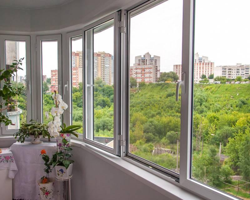 остекление балкона с использованием пластиковых окон