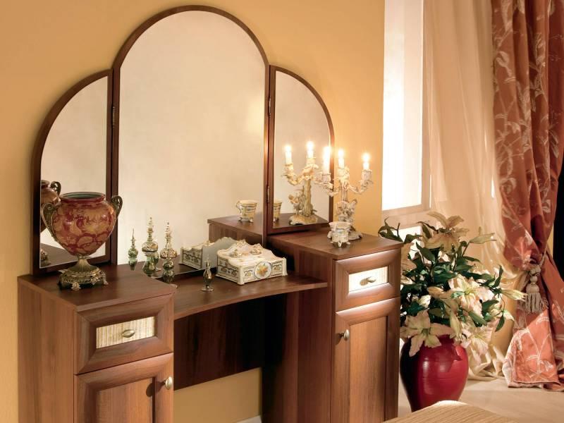 Туалетный столик с зеркалом для спальни