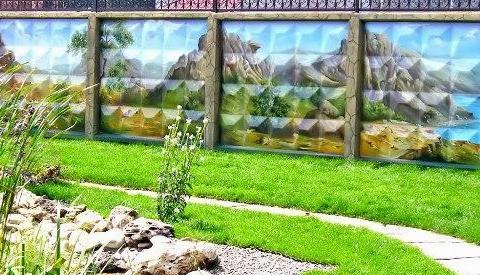 Способы декорирования заборов на даче