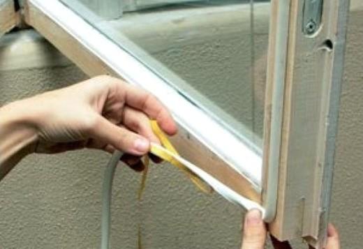 Как самостоятельно утеплить окна на зиму