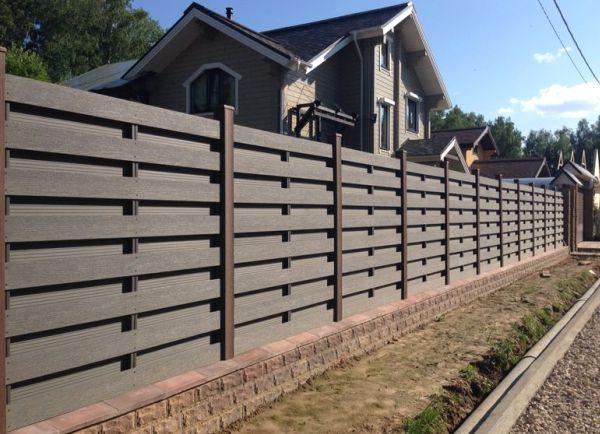 Как сделать забор из необрезной доски своими руками