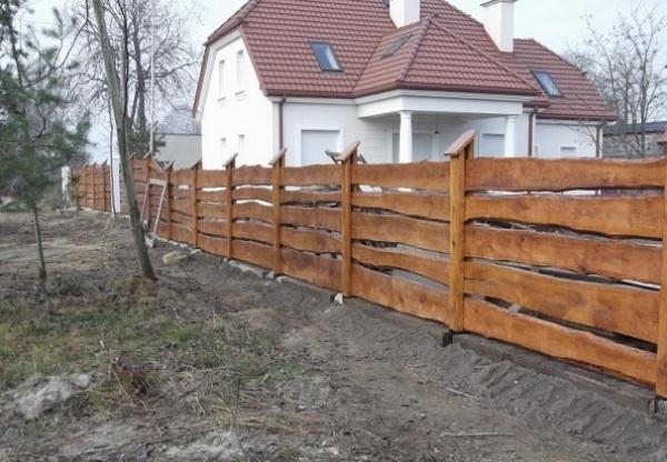 Горизонтальный забор из досок своими руками фото