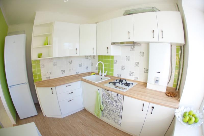 Угловая-кухня-6-кв.-м1