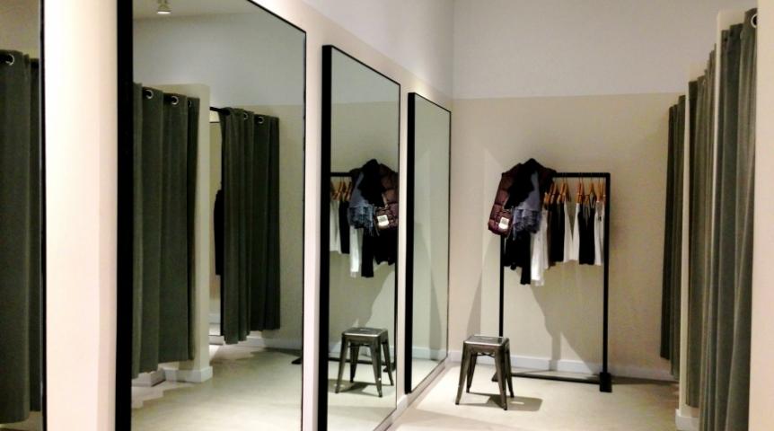 Зеркала в примерочных магазинов