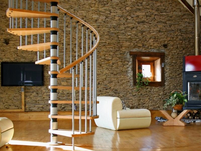 Использование винтовых лестниц в интерьере