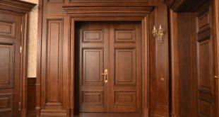 Популярные породы древесины для двери