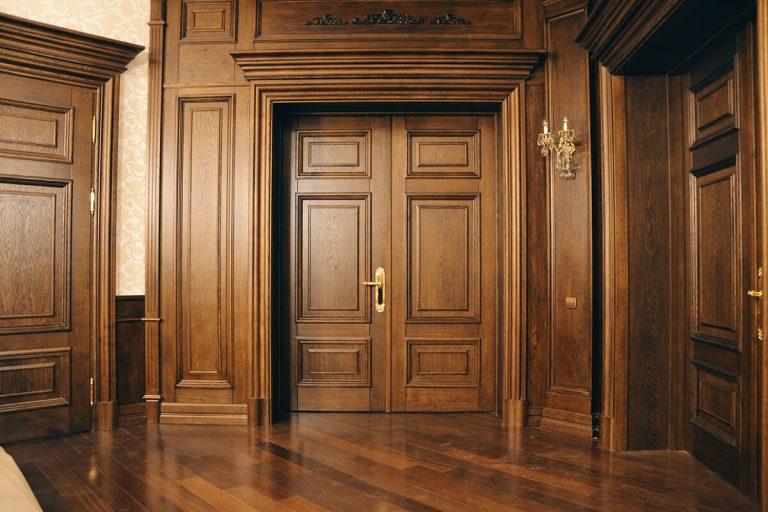 Популярные породы древесины для дверей