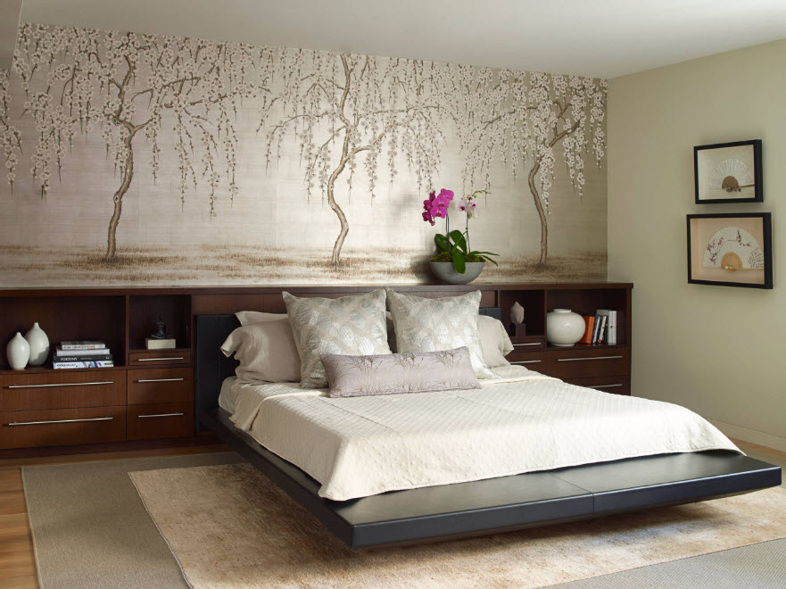 Интерьер спальни с настенной росписью