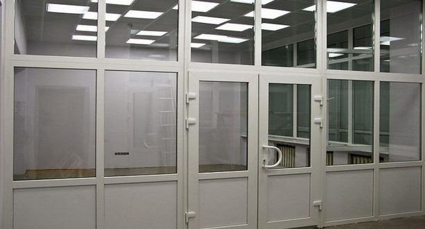 Производство дверей, установка перегородок и окон