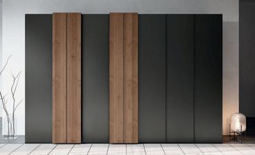Современная мебель для прихожей из массива дерева: достоинства и особенности