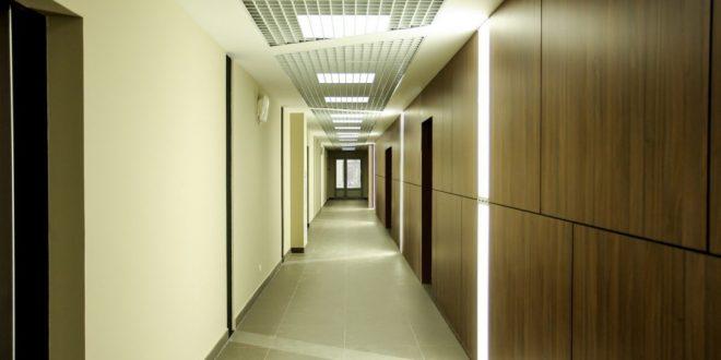 Особенности установки натяжных потолков