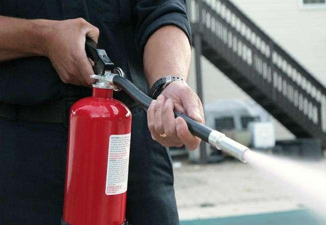 04_06_2018-fire_extinguisher_18040146
