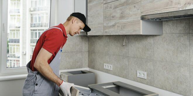 Поломки, приводящие к необходимости ремонта кухонной мебели